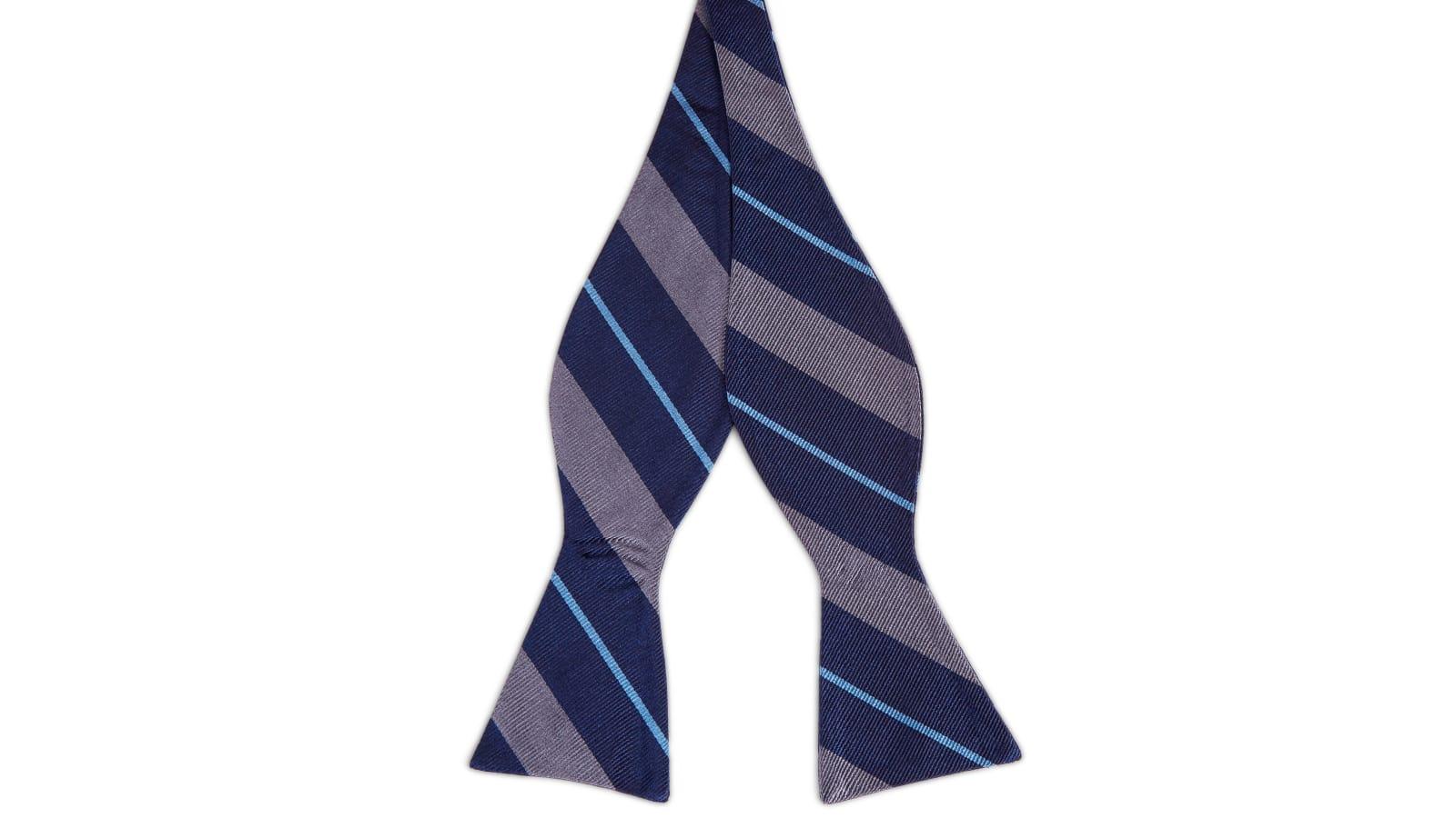 1e0fb7fee3d84 Noeud papillon en soie bleu marine à rayures grises et bleu électrique | En  stock! | TND Basics