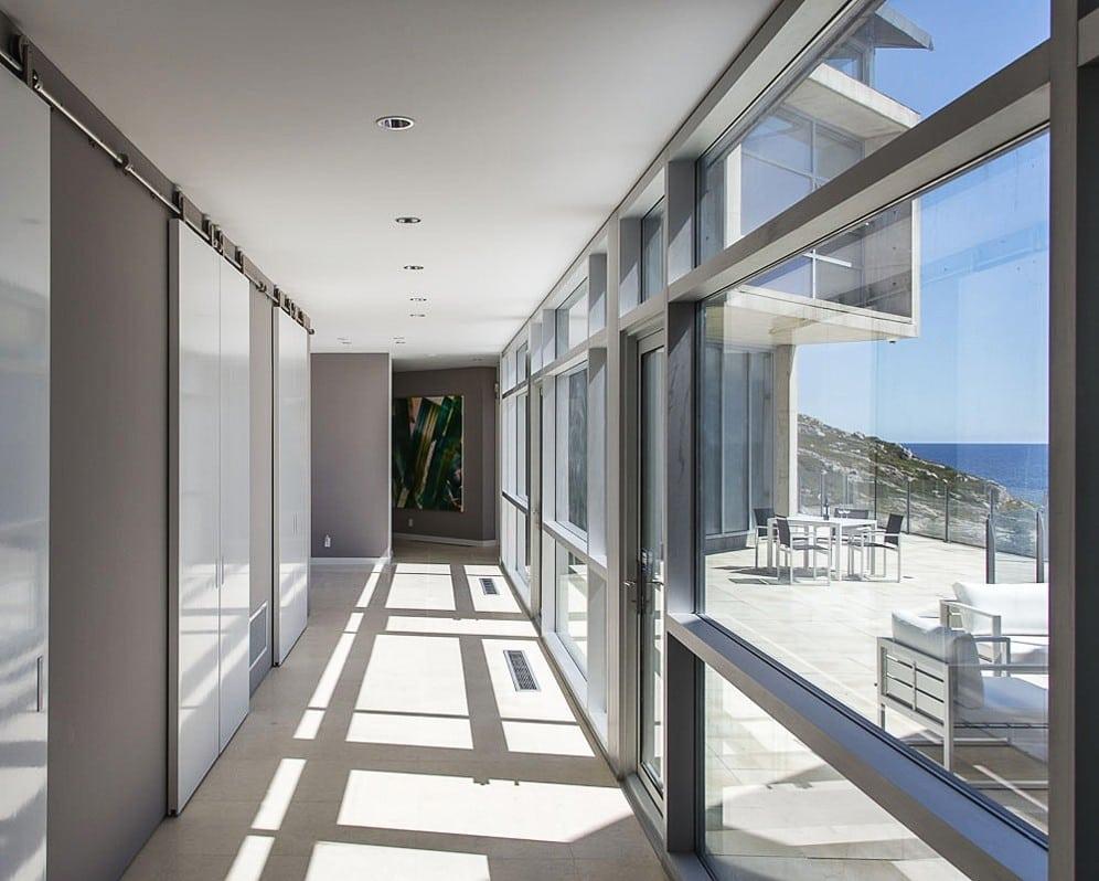 Indoor-outdoor flow in new home by architect Alexnder Gorlin