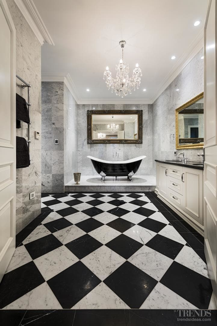 Traditional, glamorous suite with black and white tiles, slipper bathtub, marble