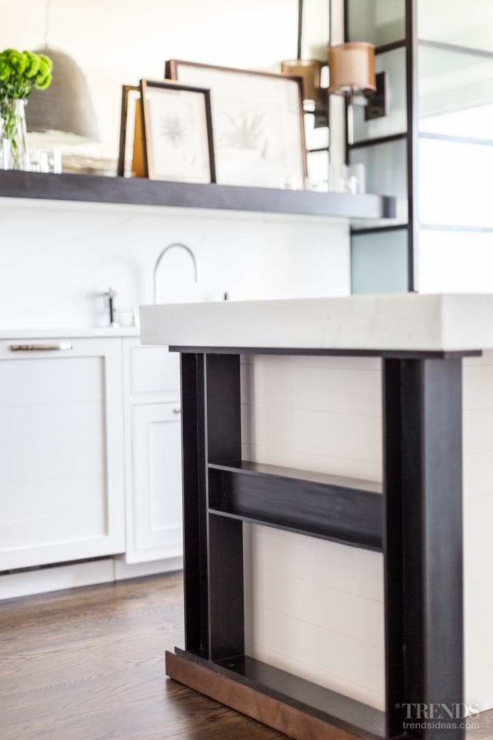 Apartment kitchen design inspired by the architecture of Chicago