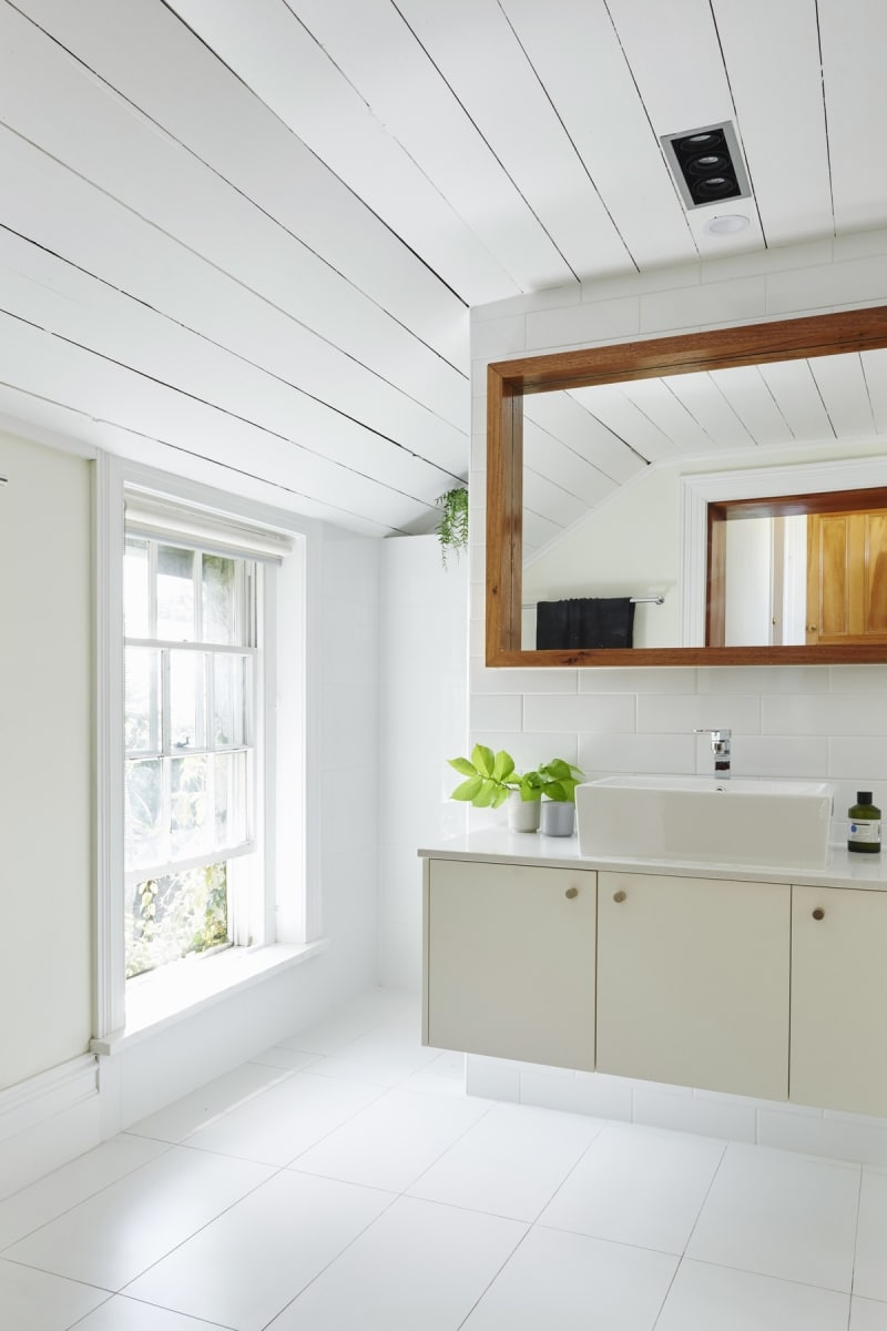 The bathroom feels spacious and open, largely thanks to the use of white