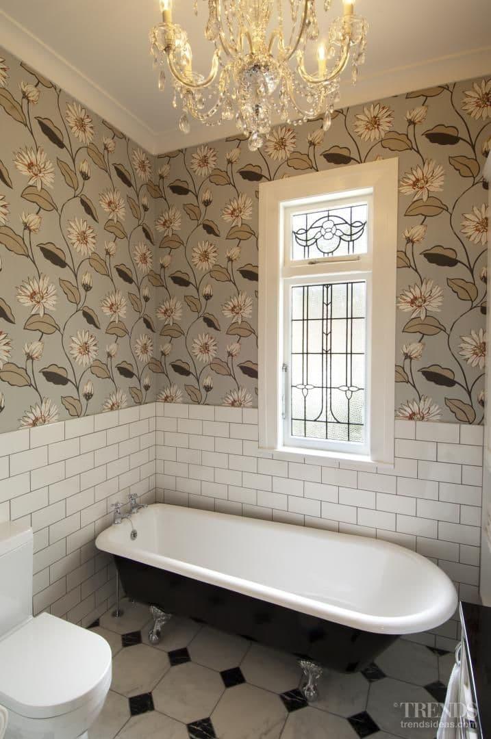 Thirties nostalgia – glamour for remodeled bathroom