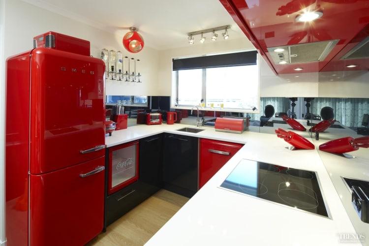 Retro chic – bright red Smeg kitchen