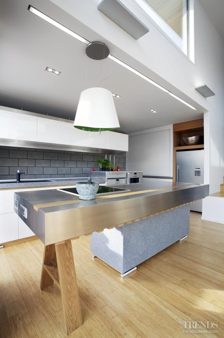 20th century character – Mid-century modern holiday home by Melanie Craig Design