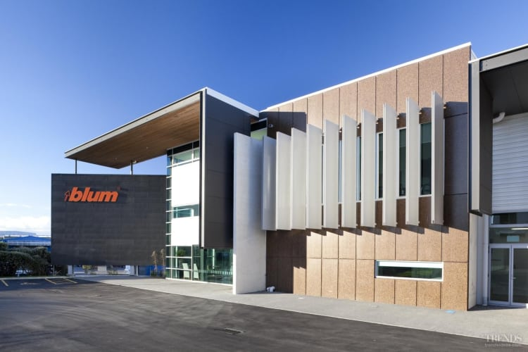 Strong standing – aluminium louvres a key feature of Blum offices