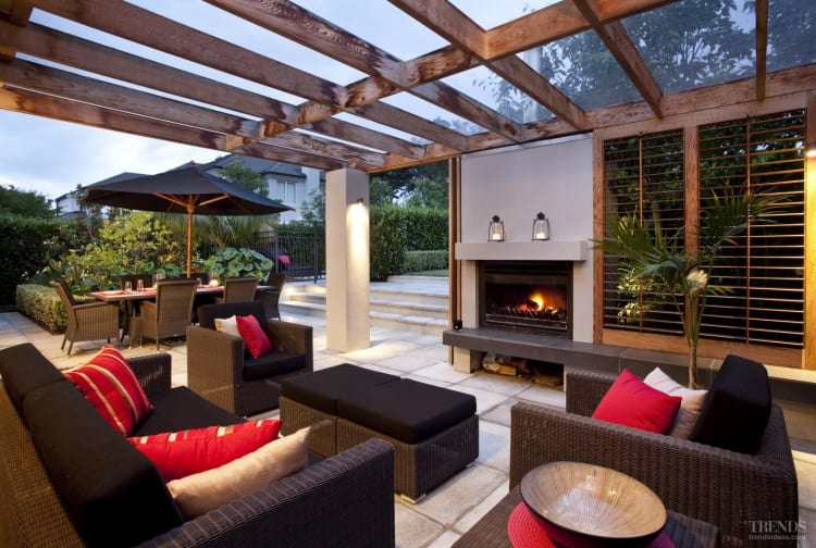 Outdoor Furniture & Rooms