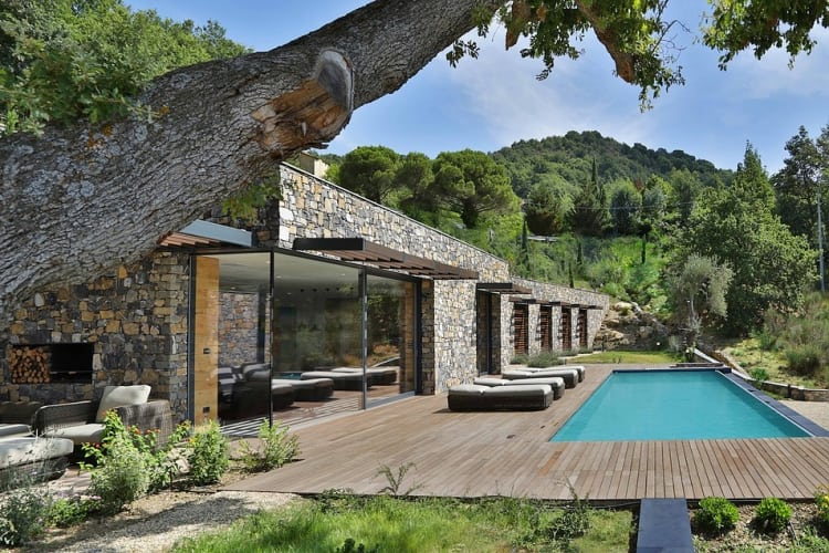 The sun deck situated in front of the living room opens up to the 4x14m infinity swimming pool overlooking the magnificent valley