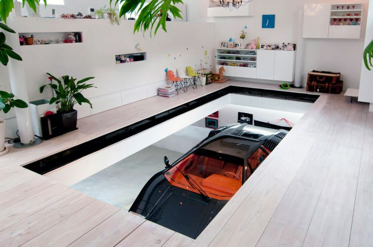 Tokyo House For Sports Car Enthusiast