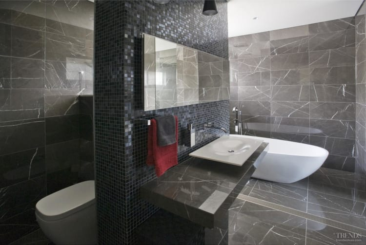 Contemporary bathrooms by Darren Genner, Minosa