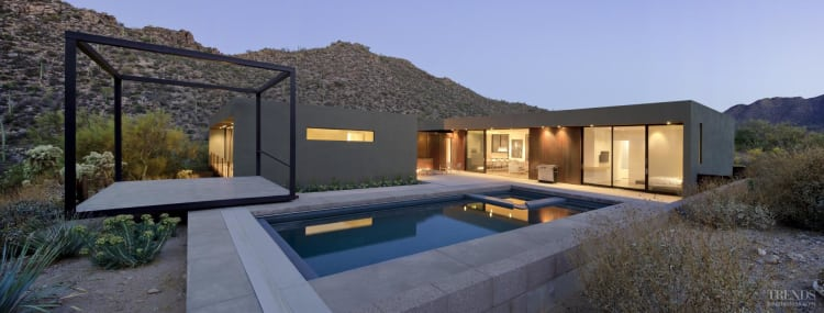Minimalist desert house by Ibarra Rosano Design Architects