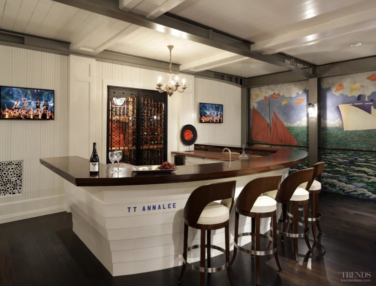 Bar and games room that echoes flavor of Art Deco-era ocean liners