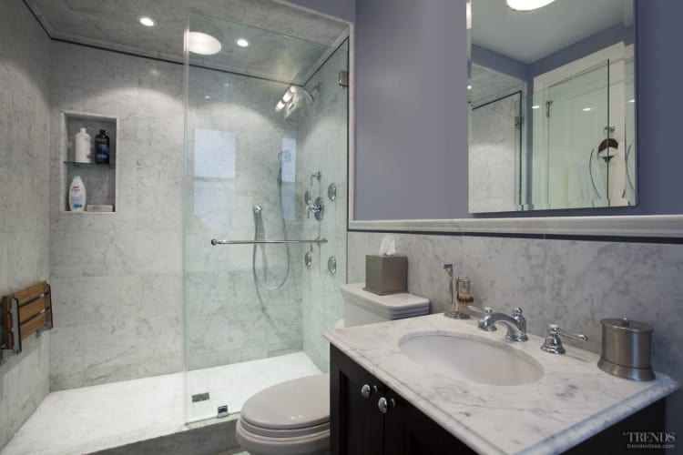 Traditional bathrooms with marble