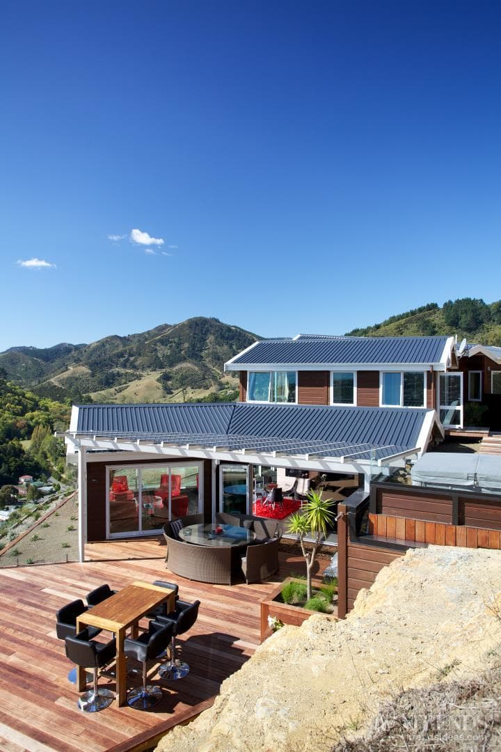 Contemporary Lockwood home with solid timber walls
