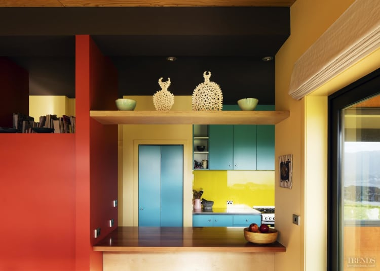 Artist's house makes bold use of colourful paints