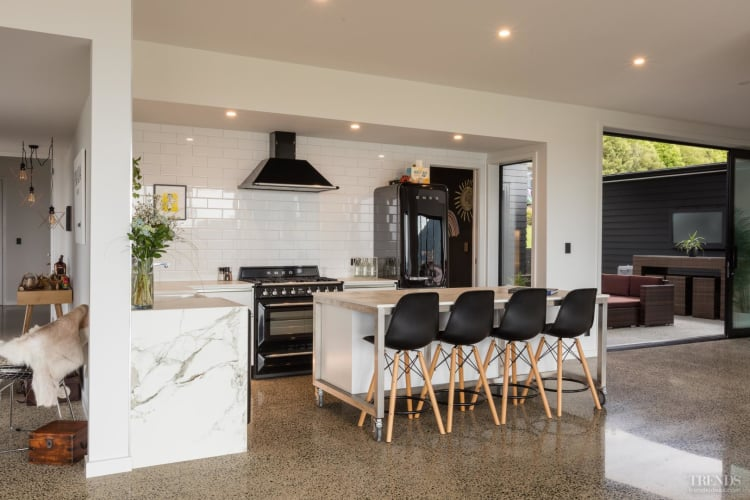 This kitchen's black and white theme complements its classic and semi-industrial style