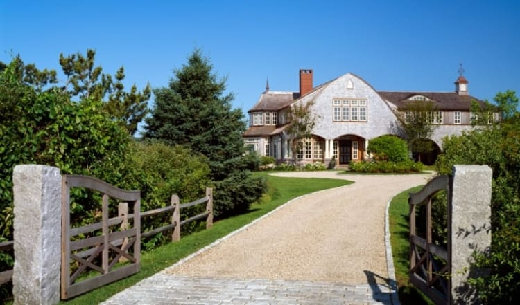 The site for this house is close to central Chatham and on a tidal river that runs parallel to Nantucket Sound