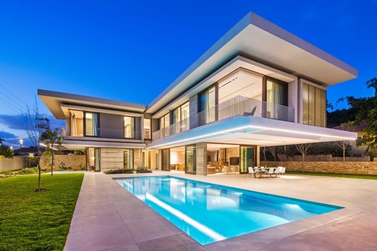 Metropole Architects have recently completed a new house in the suburbs of Tel Aviv, Israel