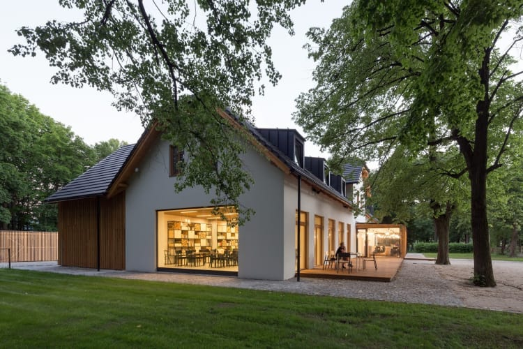 The large-scale glazed windows face the forest and appear almost like a large TV screen