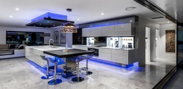 Electric blue – kitchen by Kim Duffin (Collection)