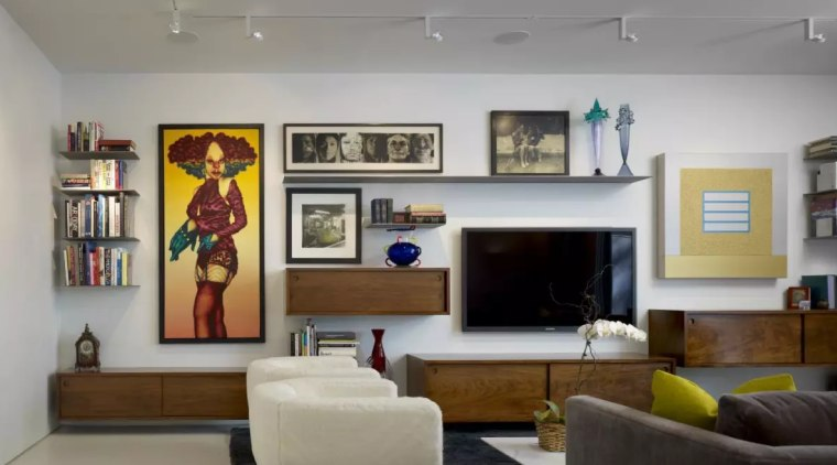 Modern Chicago home design provides ideal interiors for displaying owner's art collection