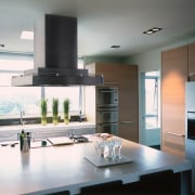 Kitchen with large central island with cooktop and ceiling, countertop, cuisine classique, interior design, kitchen, gray