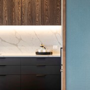 Handle-free upper cabinets and minimalist pulls on the