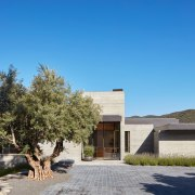 The stepped roof plan reduces the 1580m² home's