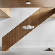 Wood and white make the perfect companions –
