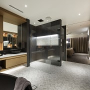 The pampering master suite. - Heart of refinement