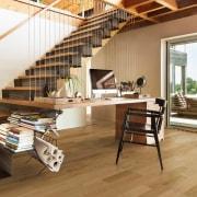 This 2-strip oak floor has a distinct colour