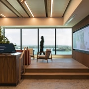 Centrally located in Auckland's Queen Street, the 16thfloor