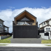 The home's gabled form allowed the architects to
