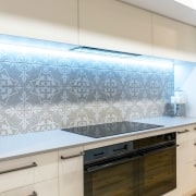 Concealed ventilation and a contemporary induction cooker help