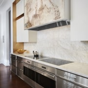 ​​​​​​​The panel concealing this rangehood is a painting white