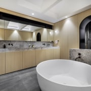 A chunky blade wall in Elias Silver stone