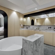 ​​​​​​​In this combined ensuite and dressing room by
