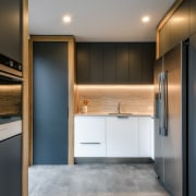 ​​​​​​​For this entertainer's kitchen by designer Kirsty Davis,
