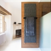 The centrally positioned pod allowed original stone walls,