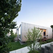 Architect in residence - architecture | backyard | architecture, backyard, cottage, estate, facade, home, house, property, real estate, residential area, shed, yard, white