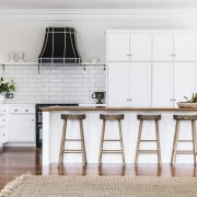 A classic palette of off-white perimeter joinery and