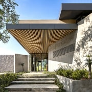 The architecture of Cheetah Plains frames and in architecture, building, facade, home, house, pavilion, property, real estate, residential area, roof, tree