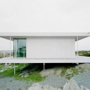 By using columns, the architects have managed to architecture, house, white