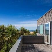 Architect: Parsonson ArchitectsPhotography by Paul McCredie apartment, architecture, condominium, cottage, estate, home, house, property, real estate, sky, villa, window, blue