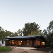 Architect: MRTN ArchitectsPhotography by Nic Granleese architecture, cottage, home, house, real estate, roof, sky, tree, white