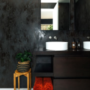 The moody and spa-like master ensuite - Embracing