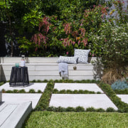 Garden Project By Landart Landscapes Photo. Photography: Jason backyard, courtyard, flora, flower, garden, grass, landscape, landscaping, outdoor structure, plant, tree, walkway, yard, brown