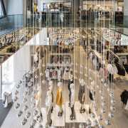 High-end retail – the fit-out for the H&M gray