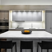 While this kitchen plan is very functional and cabinetry, countertop, cuisine classique, interior design, kitchen, gray, white