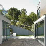 A small lawn area backs up to a architecture, building, courtyard, daylighting, facade, home, house, property, real estate, residential area, window, gray, white