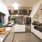 Margaret Young Designs Limited countertop, cuisine classique, interior design, kitchen, gray